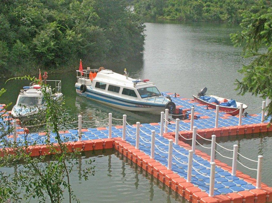 Строительство на воде причальных и плавучих сооружений (пирсы, причалы, пристани, плавучие дома, плавдачи)